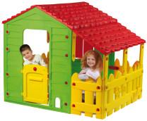 Farmhaus mit Gartenzaun